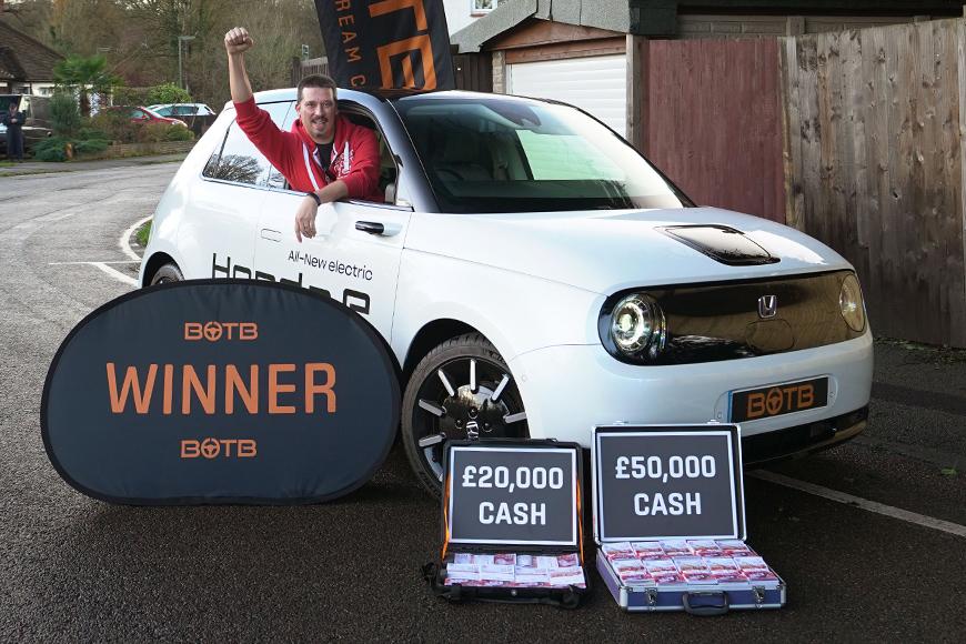 Anastasio wins Honda e Advance + £70k
